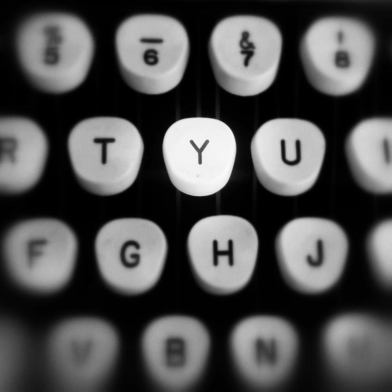 typewriter_Giovanni_Arroyo_Photographer